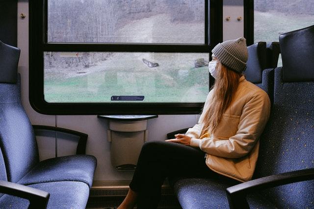 mondkapje-in-trein